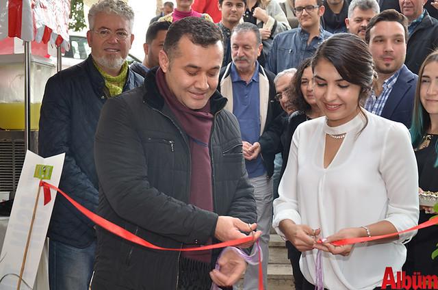Kurdele kesimini Alanya Belediye Başkanı Adem Murat Yücel ve Doğum Kontrol Uzmanı Eda Çoşkun yaptı.