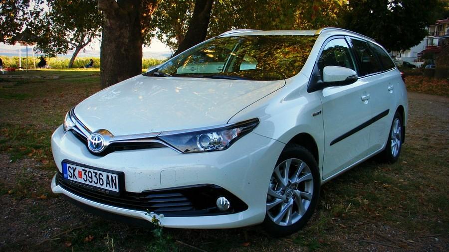 toyota auris touring sports hybrid 039_1