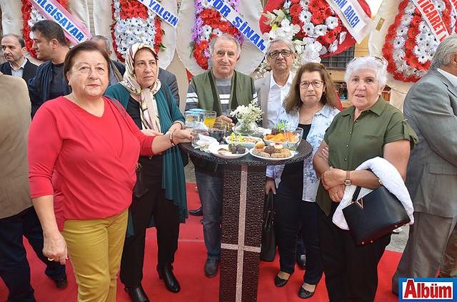 Billur Sitesi sakinleri Babacan ailesini açılışlarında yalnız bırakmadı. Foto 12: