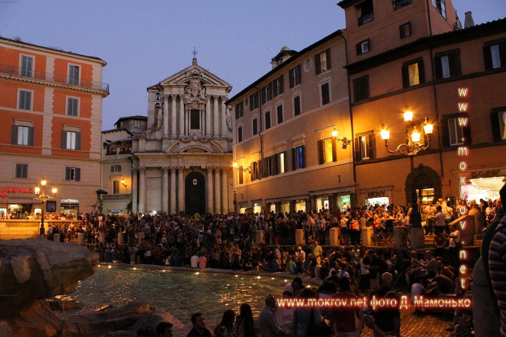Рим — Италия  прогулки туристов с Фотоаппаратом