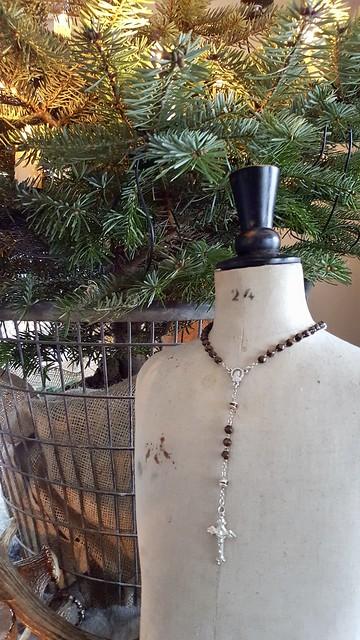 Close up kerstboom en paspop