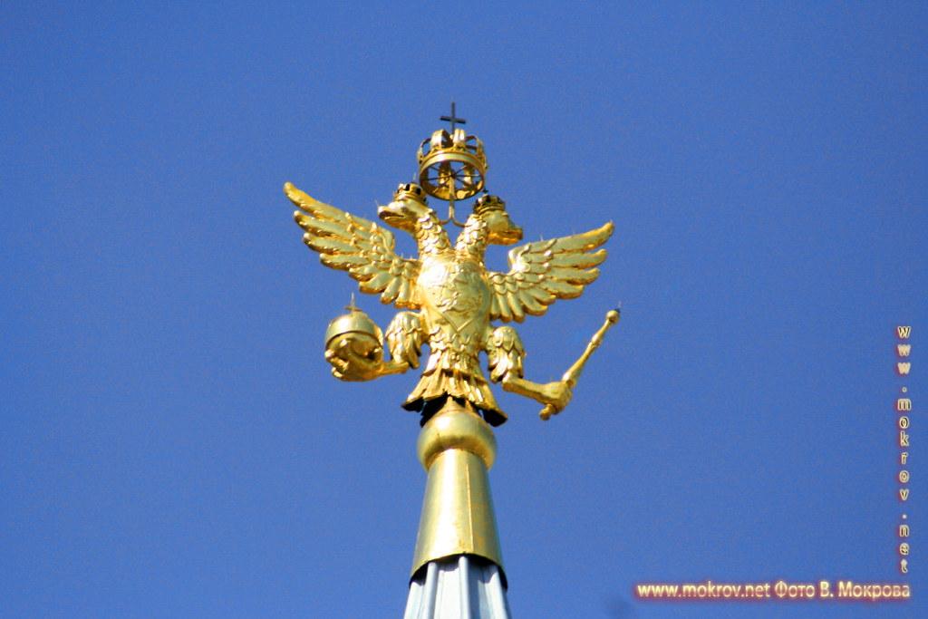 Двуглавый орел на шпиле Исторического музея на Красной площади