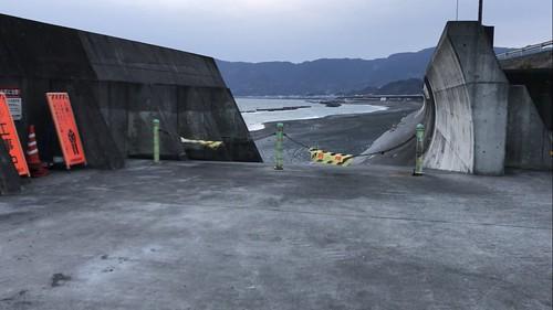 湘南から静岡までずっと向かい風。伝われこの強風