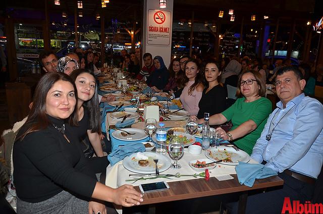 Melahat Seher İlkokulu Müdürü Hüsnü Hacıçavuşoğlu ve öğretmenleri keyifli bir akşam geçirdi.