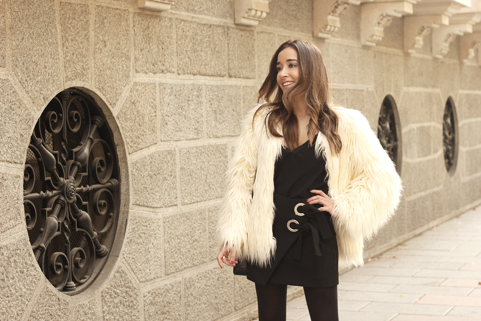 faux fur white coat black skirt military boots fall outfit street style04