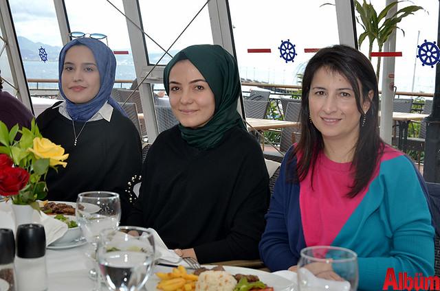 Şükran Eczanesi sahibi Şükran Bayırlı, Filiz Eczanesi sahibi Filiz Tuncer Şahin