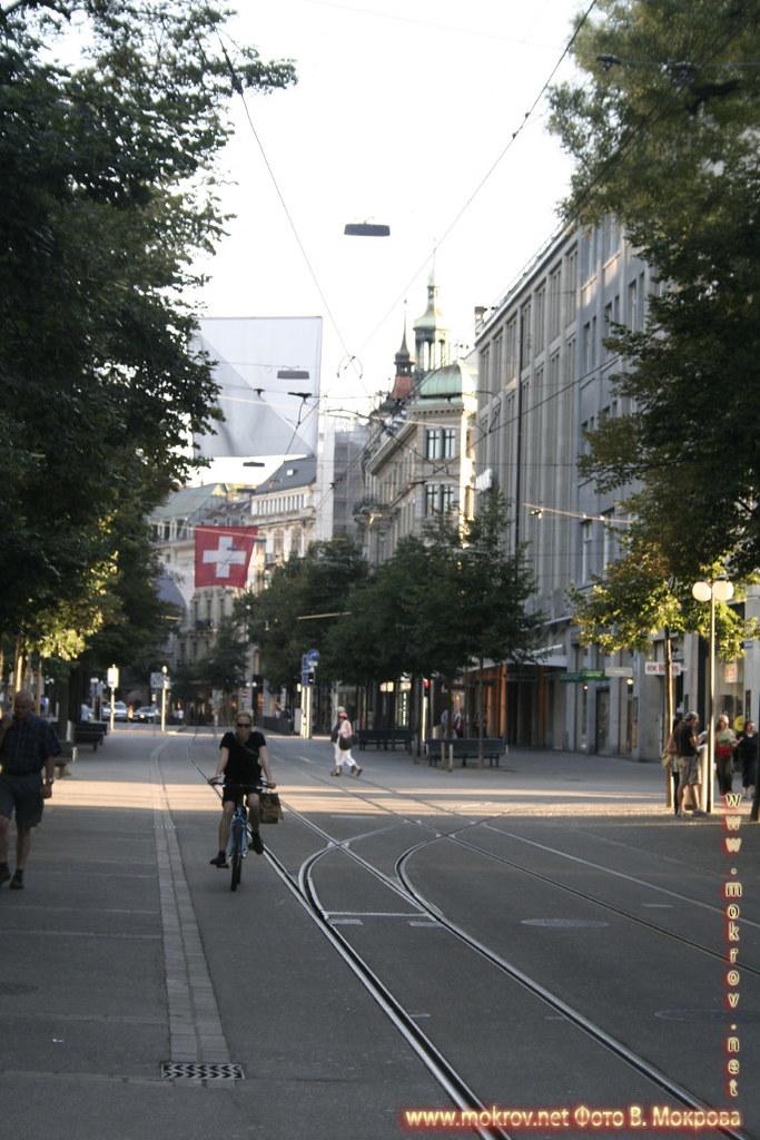 Улицы в городе Цюрих и фотограф.