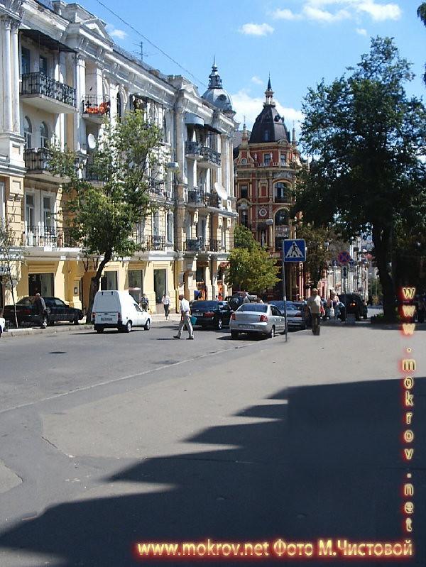 Город Киев с фотоаппаратом прогулки туристов