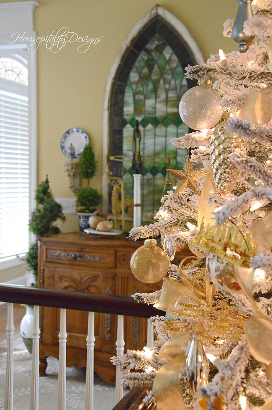 Christmas Foyer-Housepitality Designs