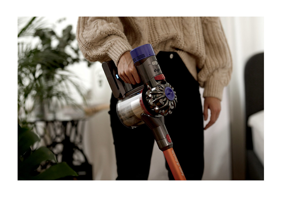 dyson v8 staubsauger cleaning home lifestyle better living homework stylish gadget motor design corporate photography loft loftliving cats & dogs blog ricarda schernus düsseldorf germany max bechmann fotografie film 4