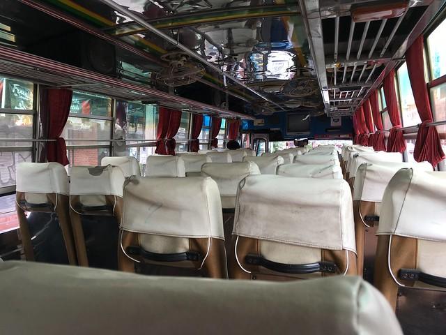 フアヒンからローカルバスでチャアムへ