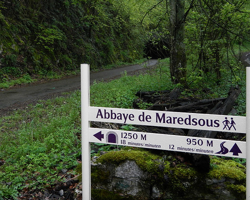 A directional sign for the famous brewery at Abbaye de Maredsous in Belgium