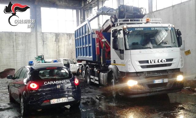 Noicattaro. Furto mezzi raccolta rifiuti intero