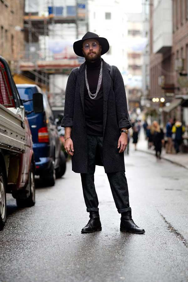 黒ハット×グレーチェスターコート×黒ハイネックニット×グレーウールパンツ×黒ブーツ
