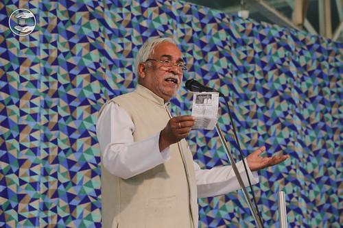 Poem by Mahendra Gulshan from Jharoda, Delhi