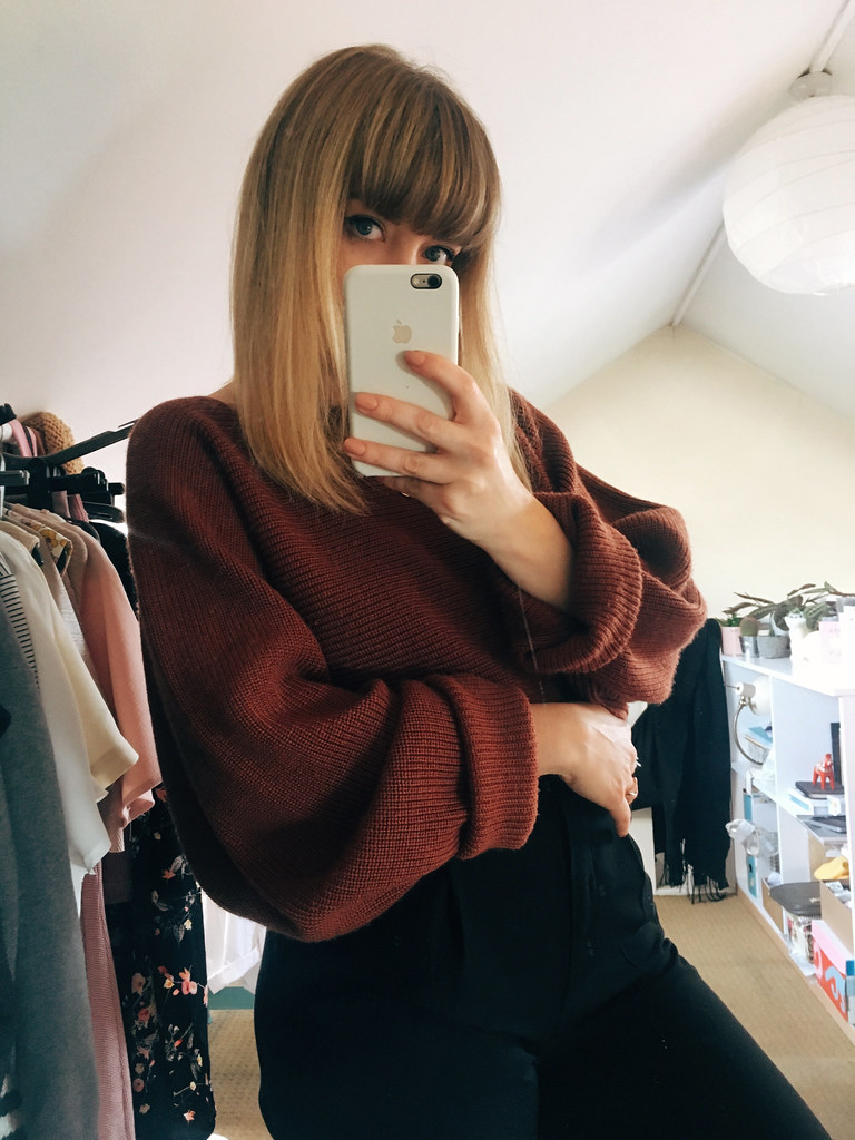 Autumn winter 2017 outfit lookbook lyzi unwin uniqlo u cropped knit drape jumper rust