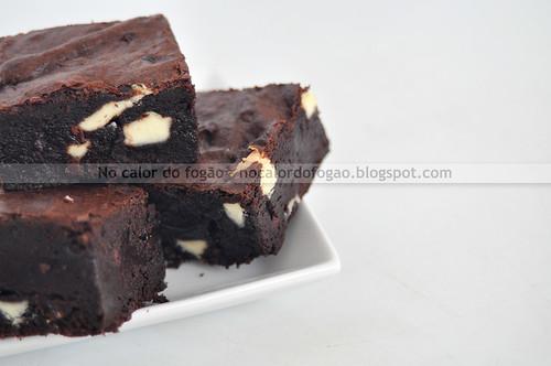 Brownies com chocolate branco e nibs de cacau