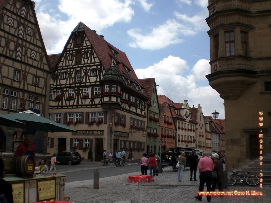 Исторический центр Лимбург на Лане с фотоаппаратом прогулки туристов