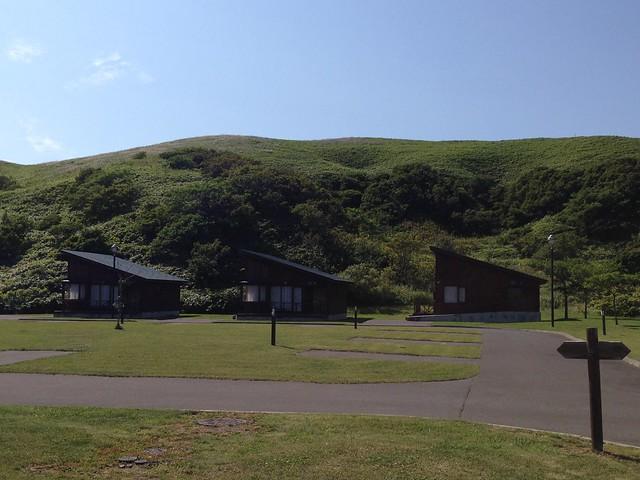 rebun-island-kusyu-lakeside-camp-site-cottage-01