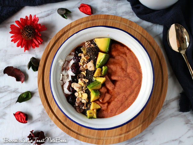 avocado-cranberry-smoothie-bowl-(1)