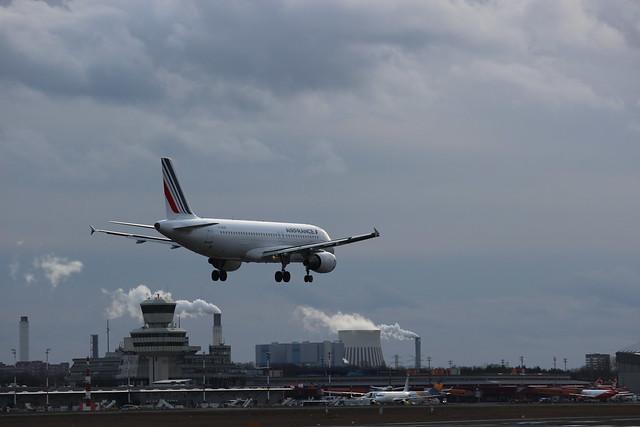 Airbus der Air France landet am Flughafen Tegel