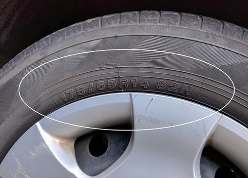 タイヤサイズの調べ方