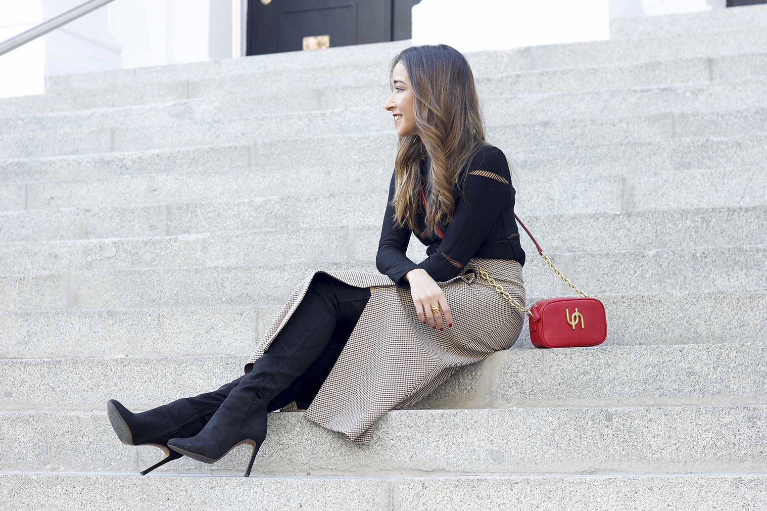 houndstooth skirt zara over the knee boots fall outfit uterqüe street style06