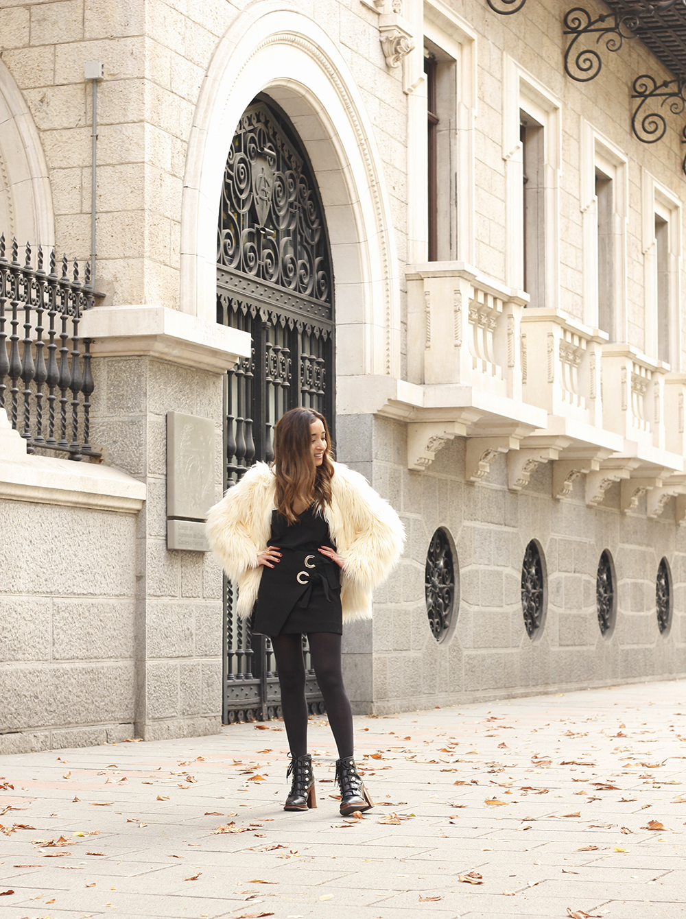 faux fur white coat black skirt military boots fall outfit street style08