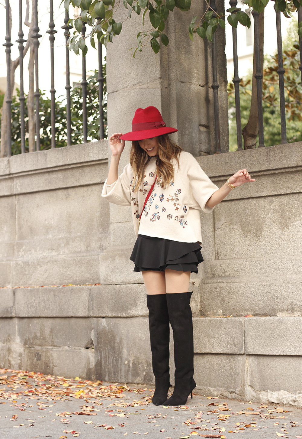 beige jersey with embroidered flowers over the knee black boots red hat street style fashion inspiration outfit02