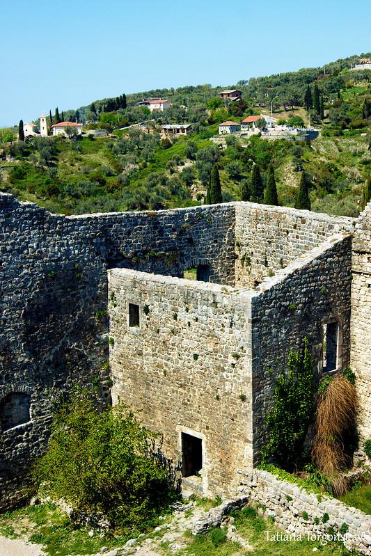 Постройка внутри крепости
