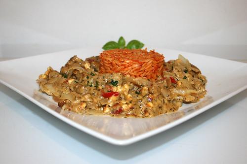 99 - Greek gyros cabbage casserole with tomato kritharaki - Side view / Griechischer Gyros-Kraut-Auflauf mit Tomaten-Kritharaki  - Seitenansicht