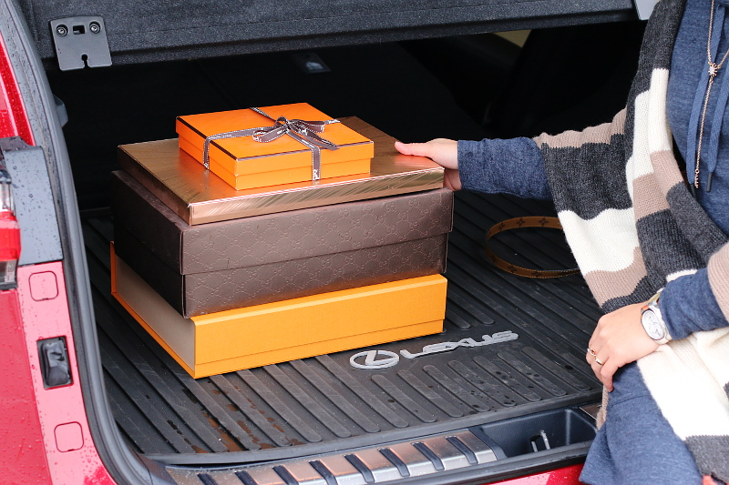 lexus-nx200t-trunk-space-gifts-7