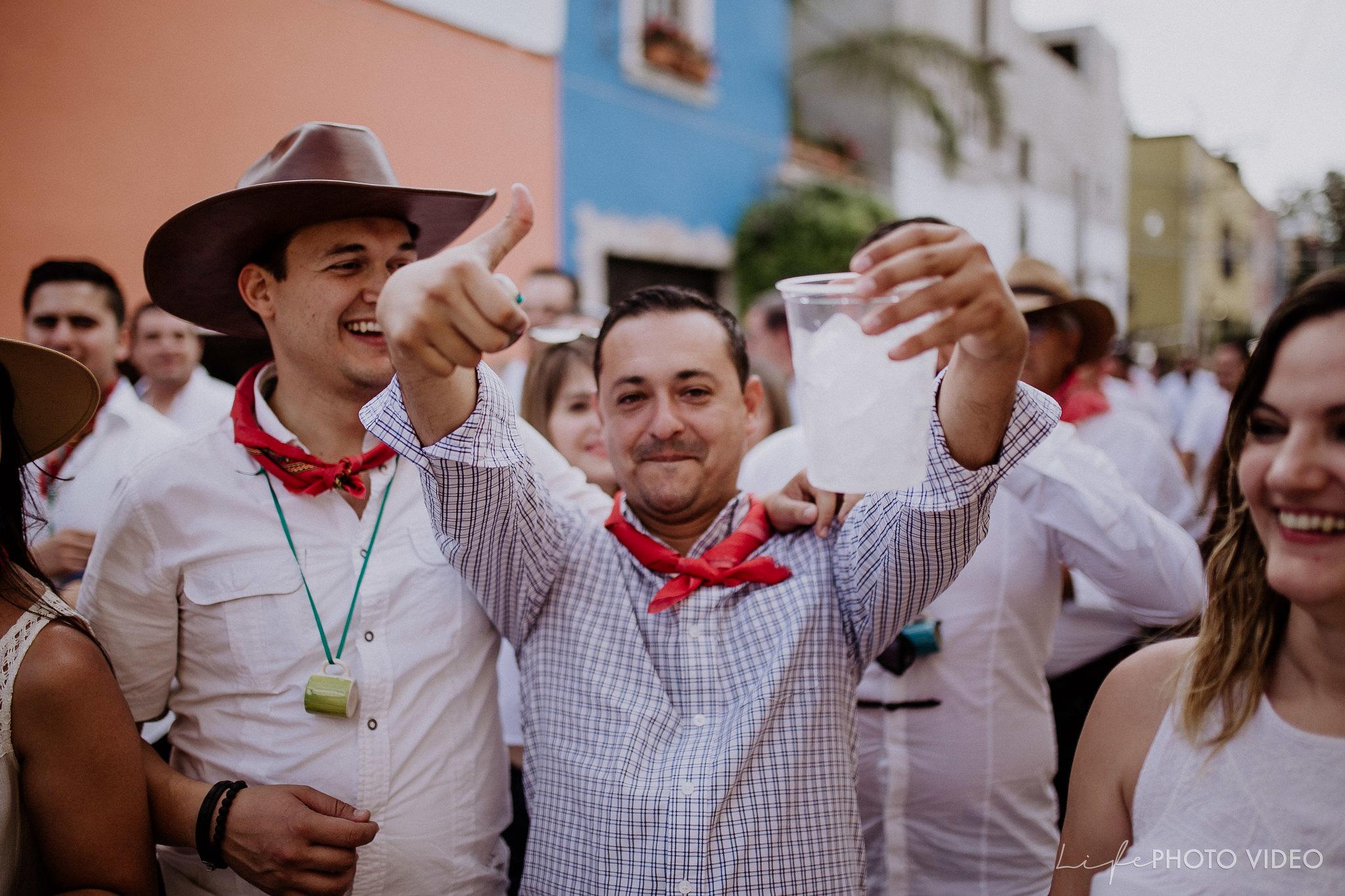SanMigueldeAllende_Wedding_Callejoneada_Vaquillada_0056