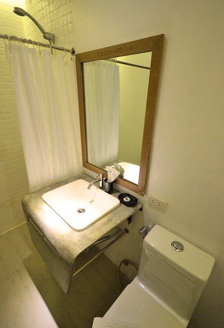 urban boutique hotel boracay toilet and shower