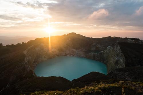 amanecer crater cratère lac lago lake leverdesoleil sunrise volcan volcano kelimutu nusatenggaratimur indonesia id