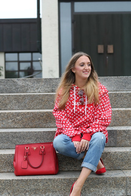 red-sweater-and-accessories-whole-outfit-side-wiebkembg