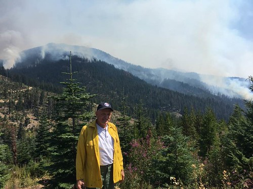 Rep. Dent looking over Jolly Mountain fire