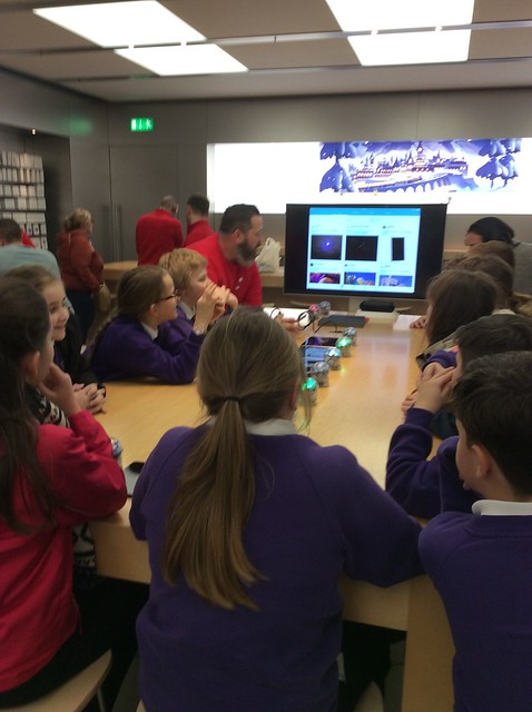 Year 5 Apple Store '17