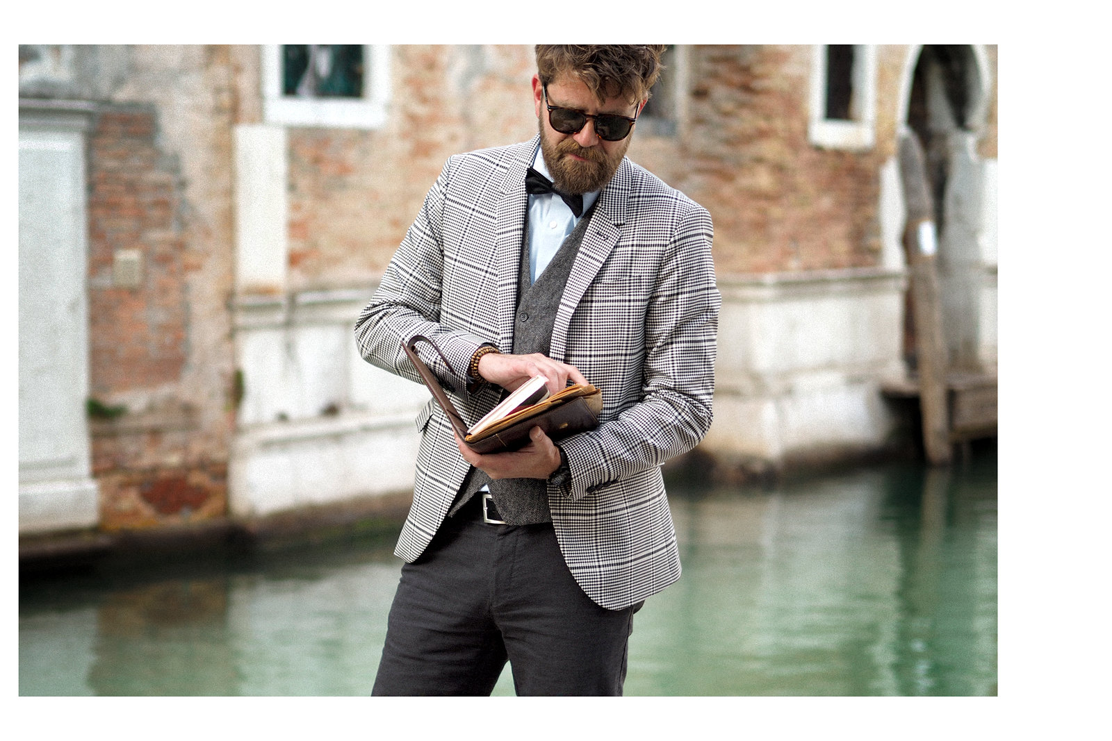 outfit professor glen check blazer autumn trend persol sunglasses intellectual style uni university prof sacha shoes bow tie elegant dandy style indiana jones venice look cats & dogs blog max bechmann 5