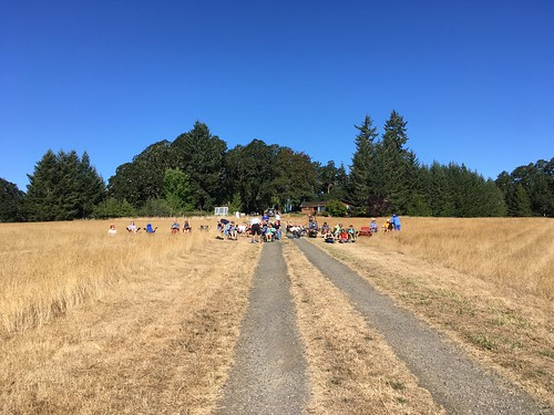 Eclipse Viewers, Chez Mendenhall, Willamina