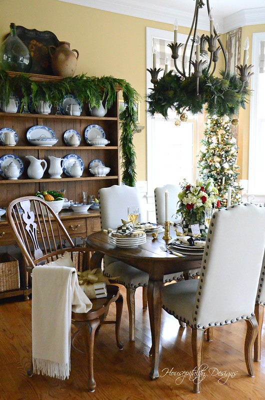 Christmas Dining Room-Housepitality Designs