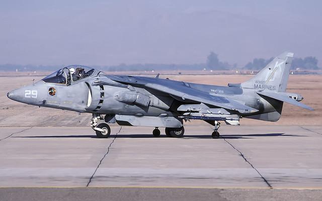 AV-8B 163197 KD29 VMAT203 EL CENTRO 260499 CLOFTING P
