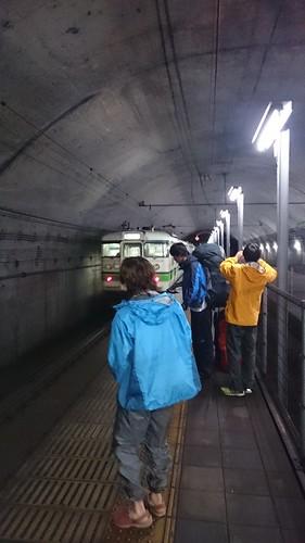 才門と石黒は実家へ、他四人は土合駅でいったん下車。