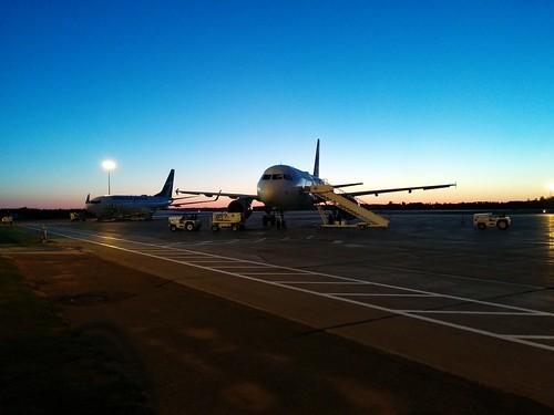 Airplanes on tarmac #pei #princeedwardisland #charlottetown #charlottetownairport #dawn #blue #airplane #tarmac #latergram