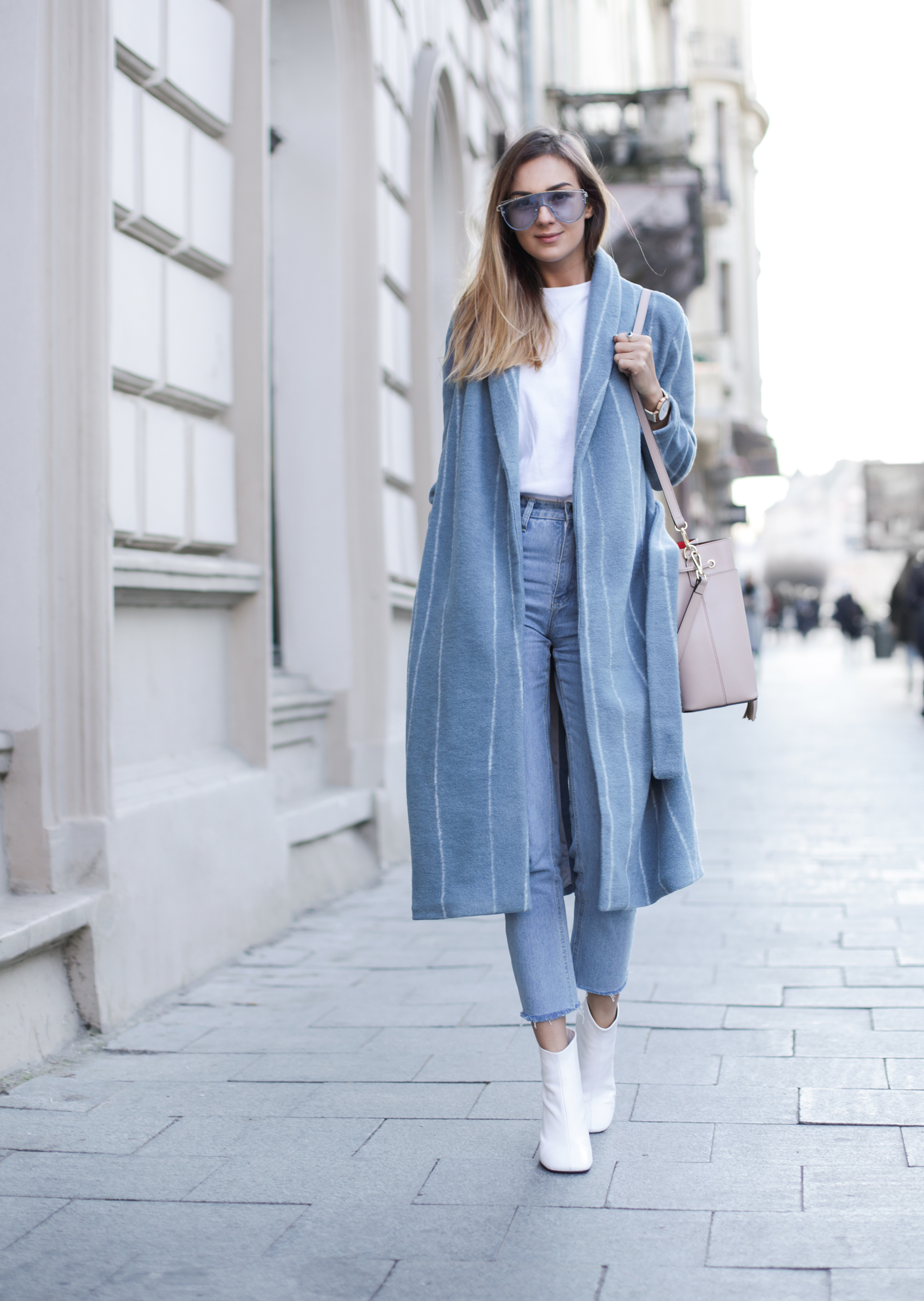 pastel-robe-coat-white-boots-street-style-outfit