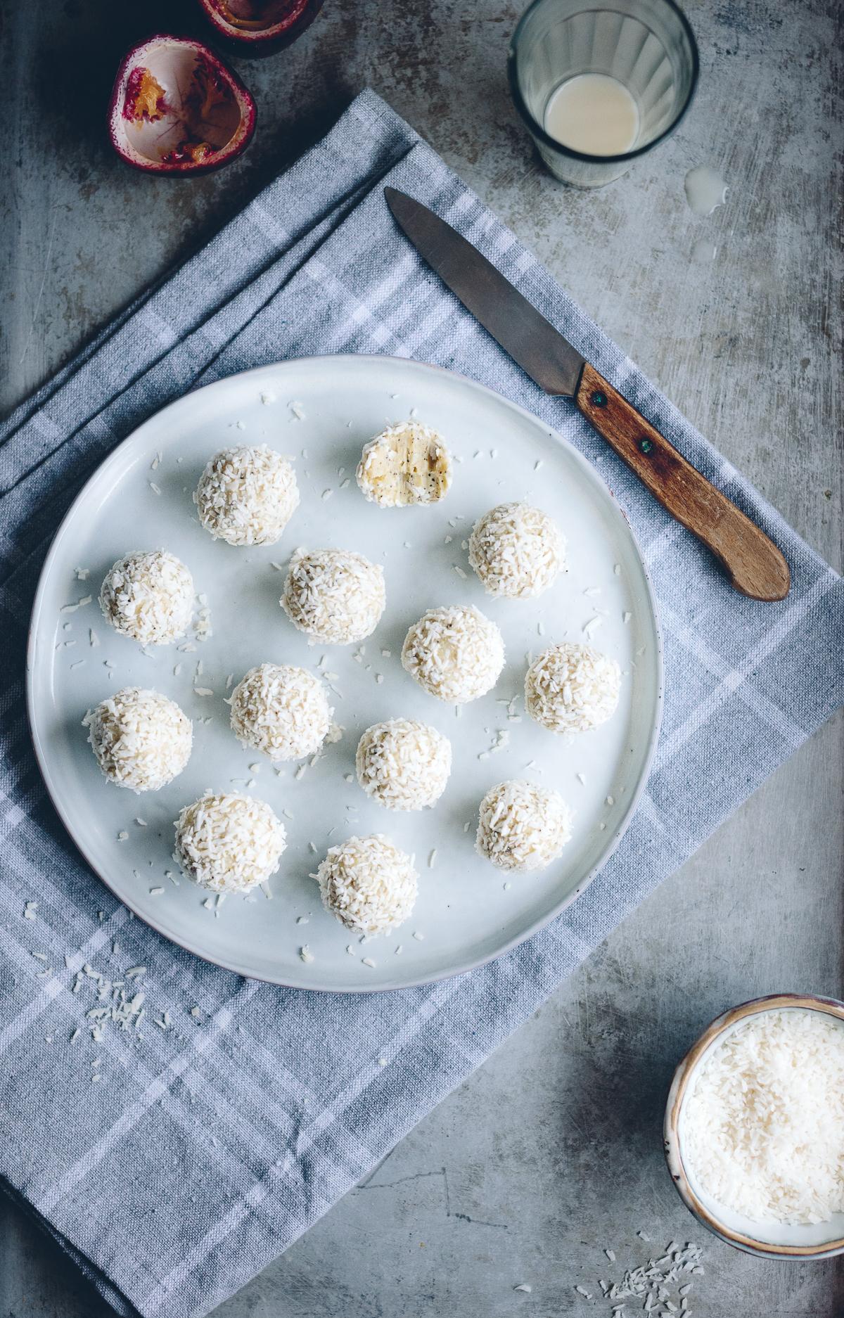 Vit chokladtryfflar med kokos & passionsfrukt | Cashew Kitchen