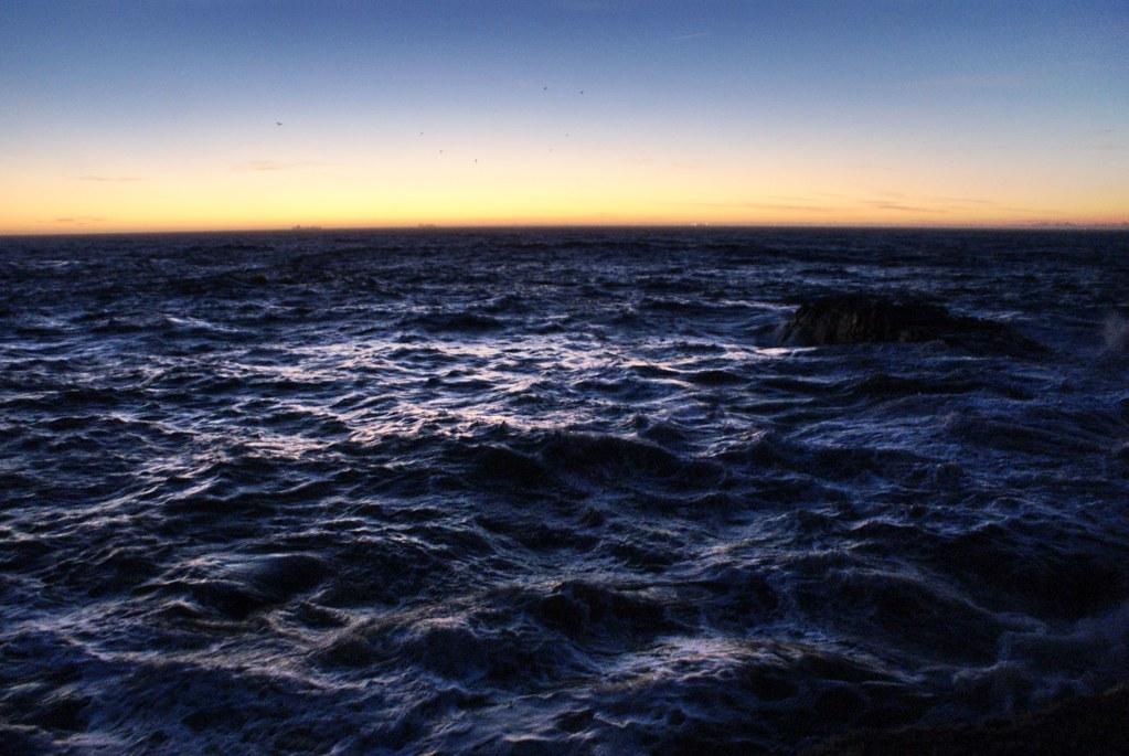 Vue sur la mer au coucher de soleil depuis le Phare de Felgueiras à Porto
