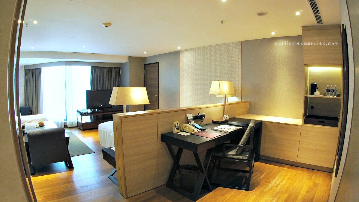 Grand Mercure Singapore Roxy Business Suite