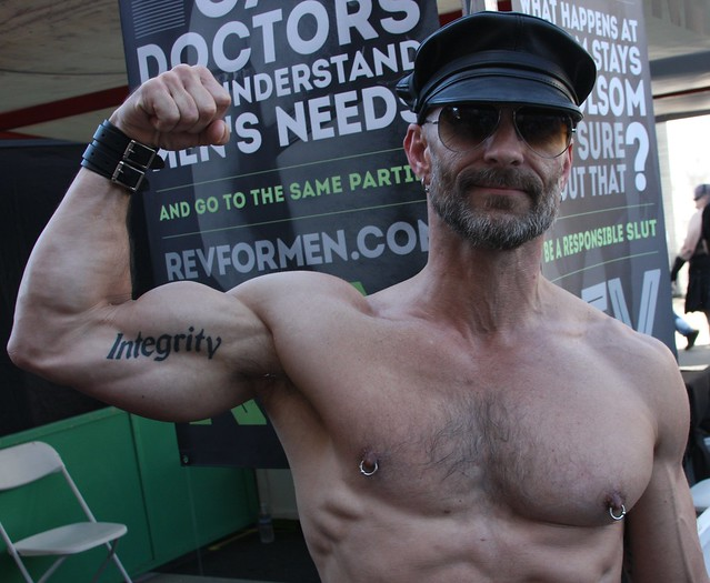 HELLA SEXY MUSCLE HUNK's BIG GUNS & HAIRY ARMPIT ! FOLSOM STREET FAIR 2017 ! ( safe photo )