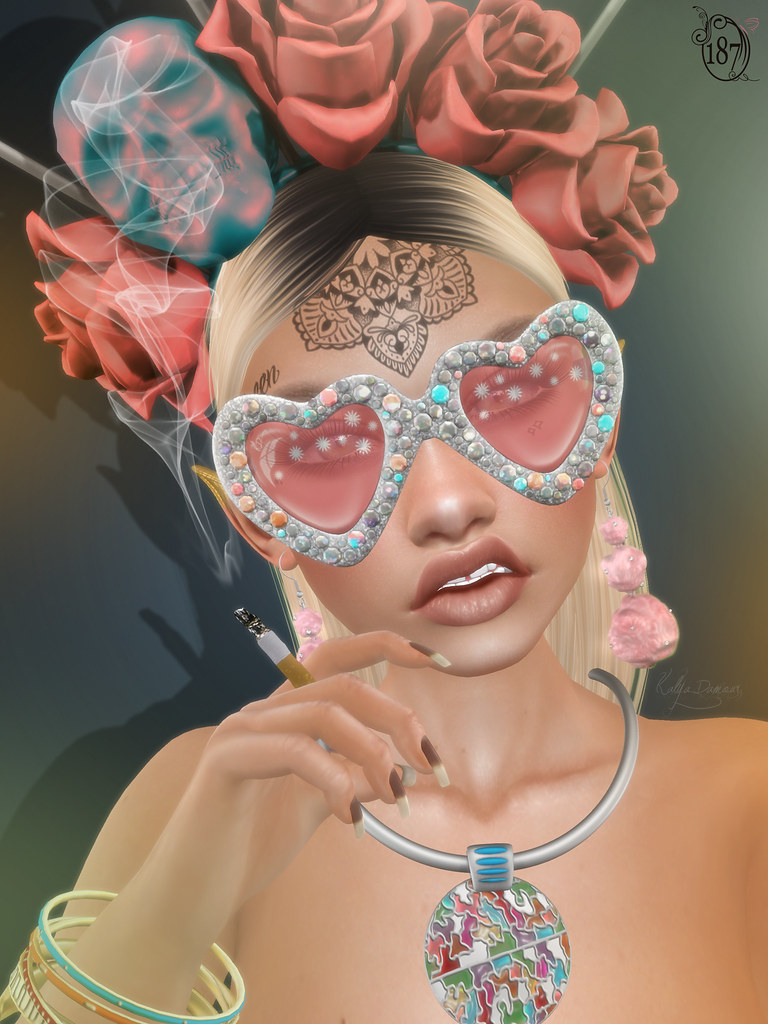 Glam Glasses Display Affiche @ Cosmopolitan - TeleportHub.com Live!